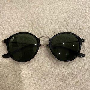Ray-Ban Round Fleck Sunglasses RB 2447